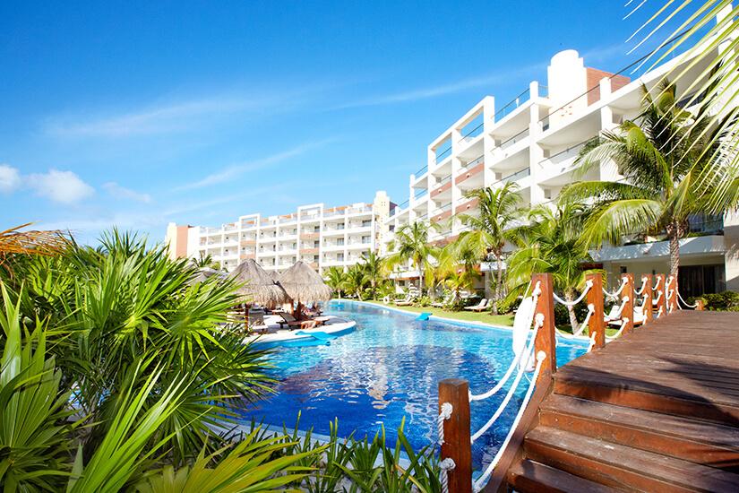 Hotel mit weitläufiger Anlage und Pools