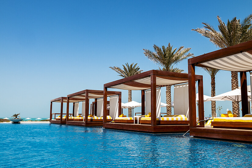 Luxuriöse Sunbeds im Resort
