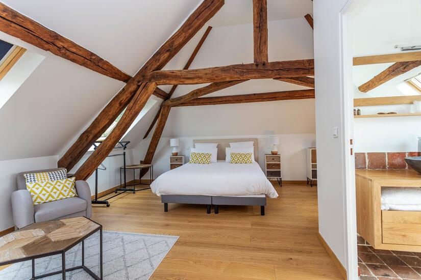 Großzügiges Zimmer im Hotel Garni