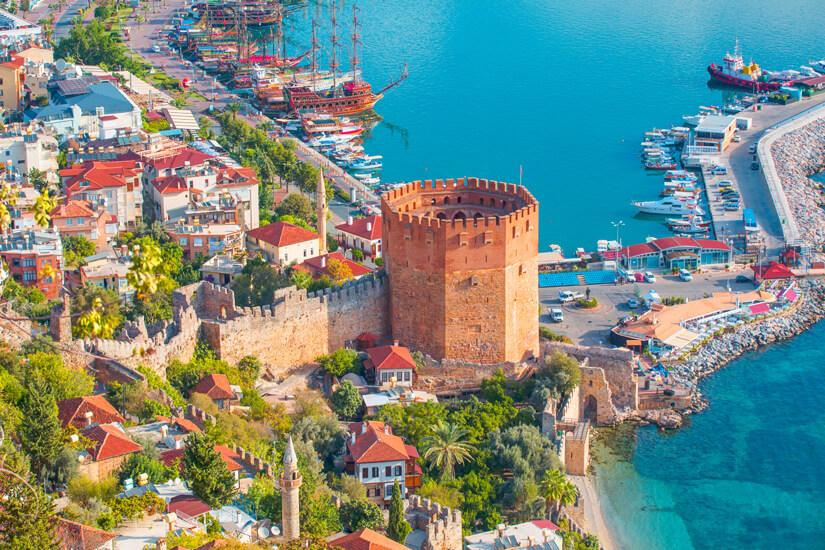 Der Rote Turm im Hafen von Alanya