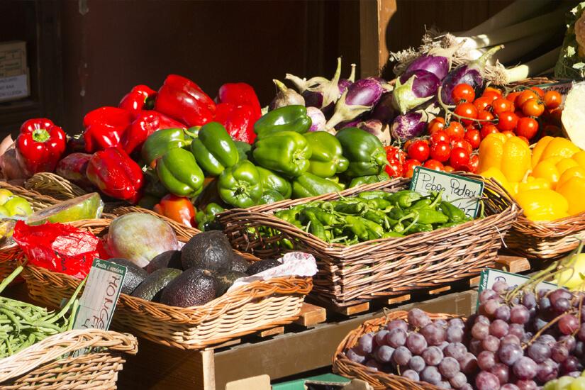 Gemüse und Obst vom Markt auf Menorca