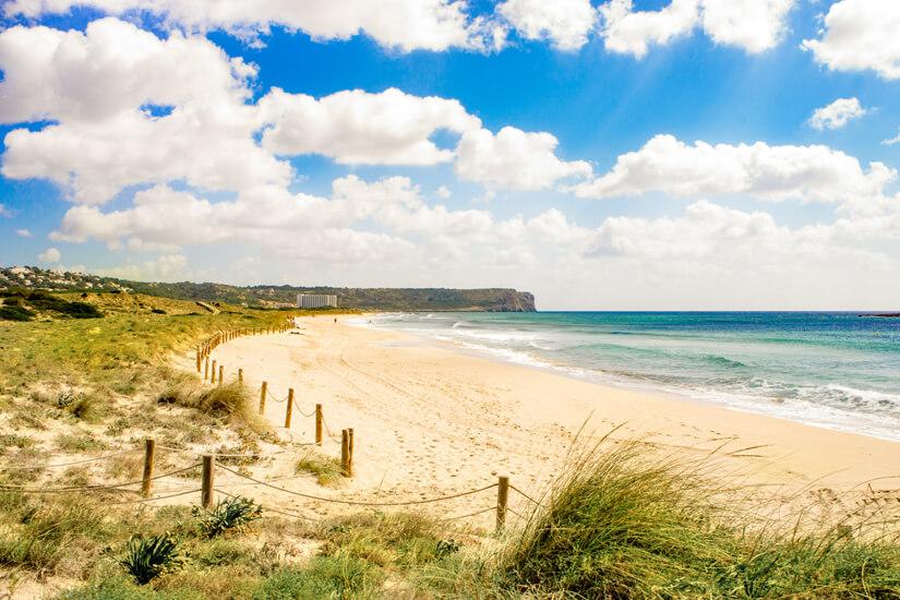 Stimmungsvoller Strand von Son Bou
