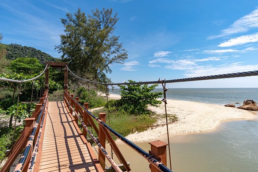Brücke zum Turtle Beach im Nationalpark Penang