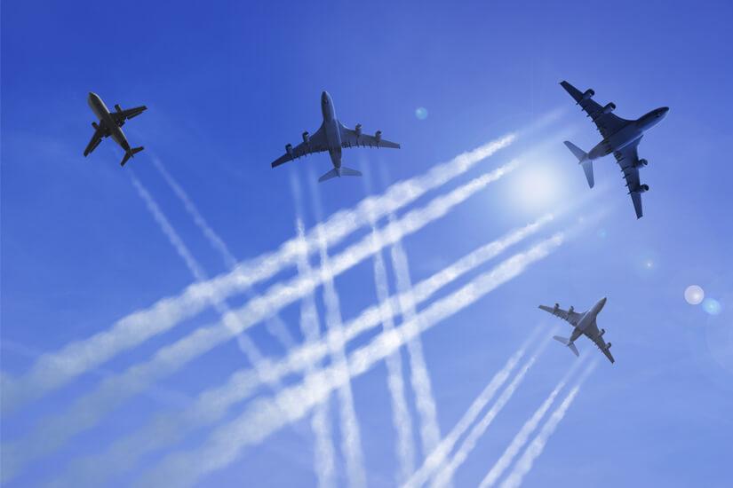 Viele Flugzeuge erzeugen CO2