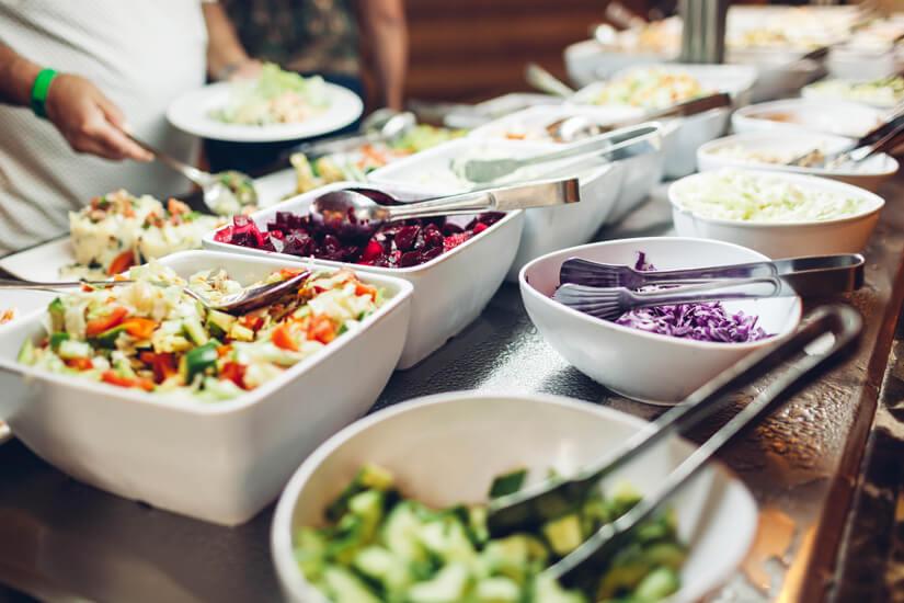 Gesunde Speisen vom Büffet