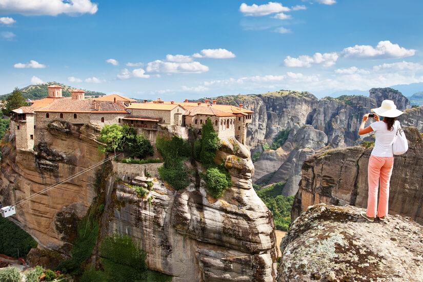 Klare Sicht auf ein Meteora-Kloster