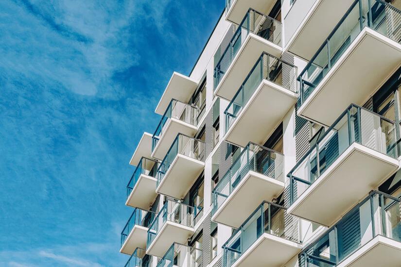 Modernes Aparthotel von außen