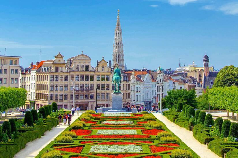 Mont des Arts von Bruessel mit Blumen