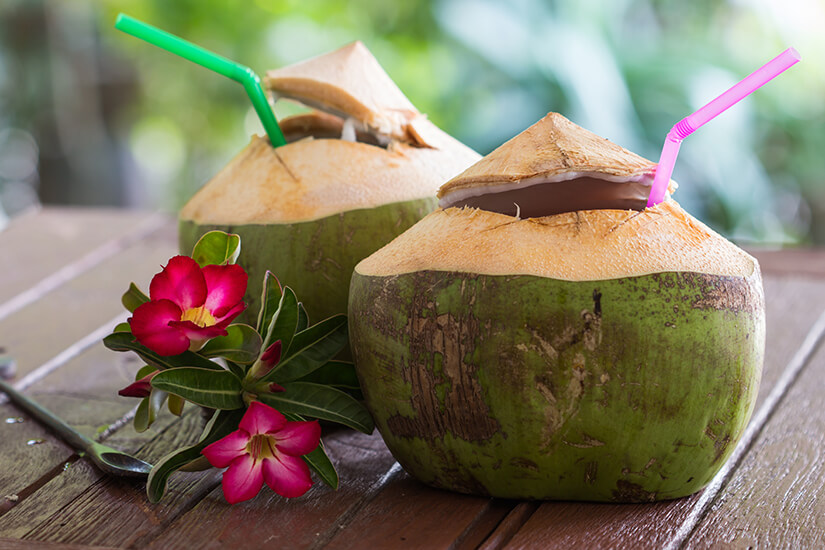 Kokoswasser, frisch aus der Nuss