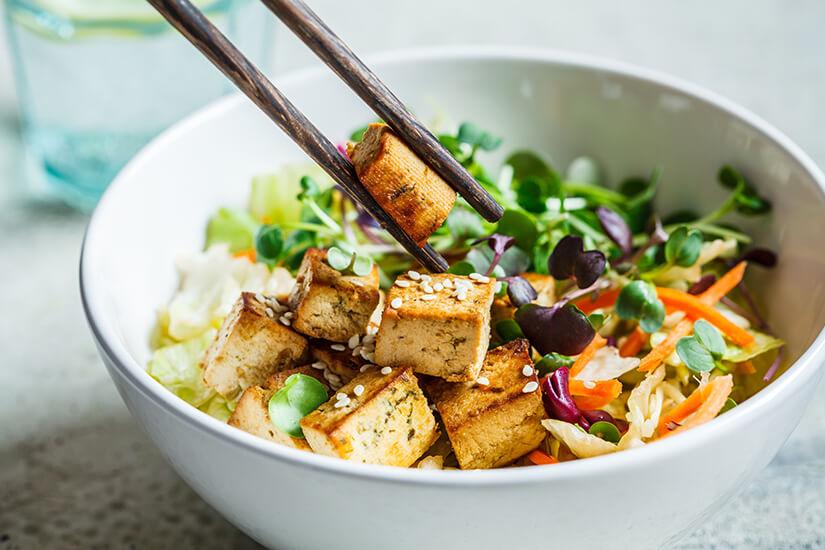 Thailaendisches Essen mit Tofu