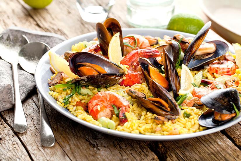 Spanische Paella mit Meeresfruechten