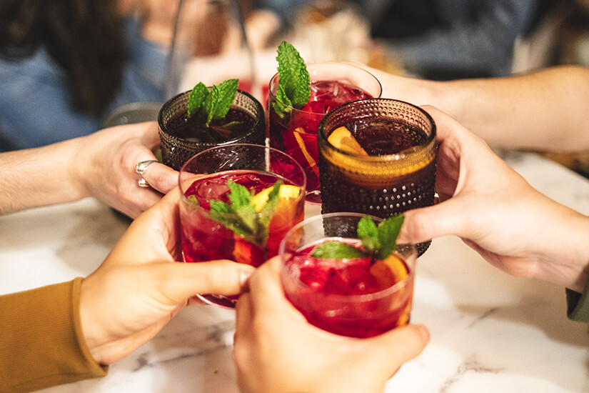 Sangria ist ein fruchtiger Wein-Cocktail