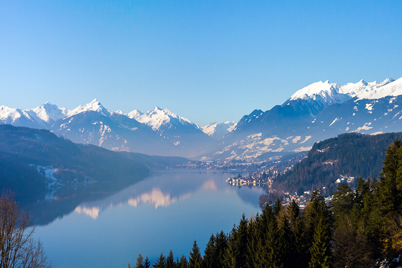 Schneebedeckte Gipfel Winter am Millstaetter See