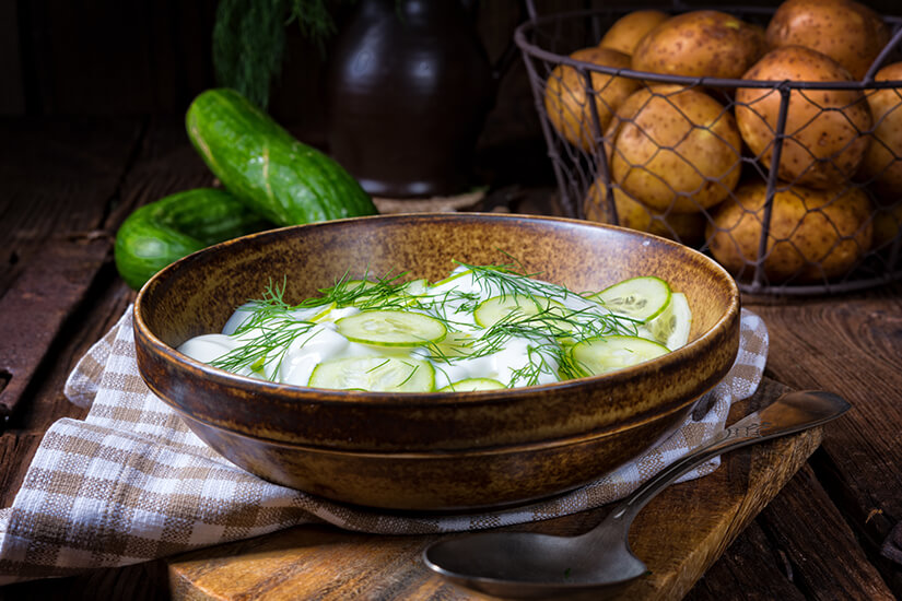 Mizeria Salat mit Gurken
