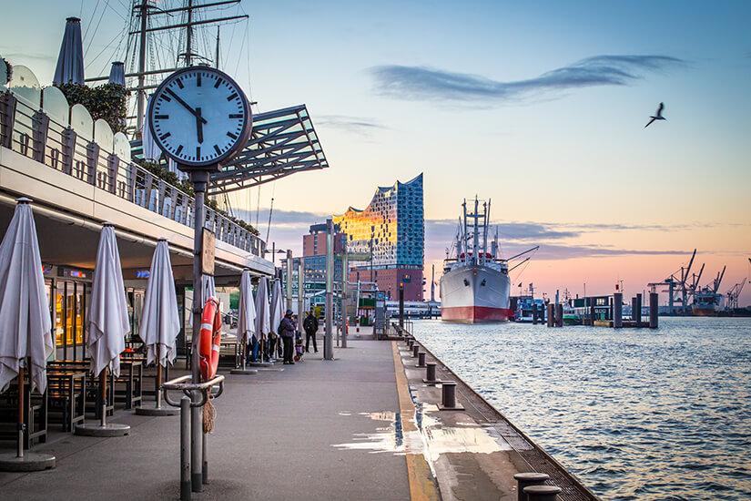 Morgens am Hafen von Hamburg