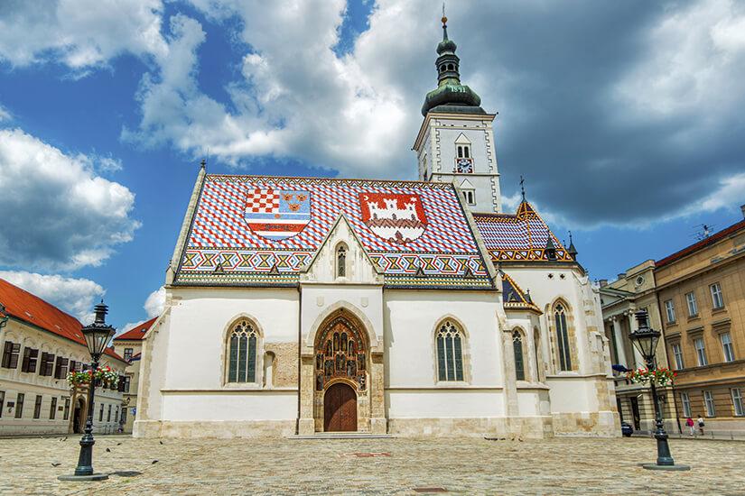 Die Markuskirche hat ein auffaelliges Dach