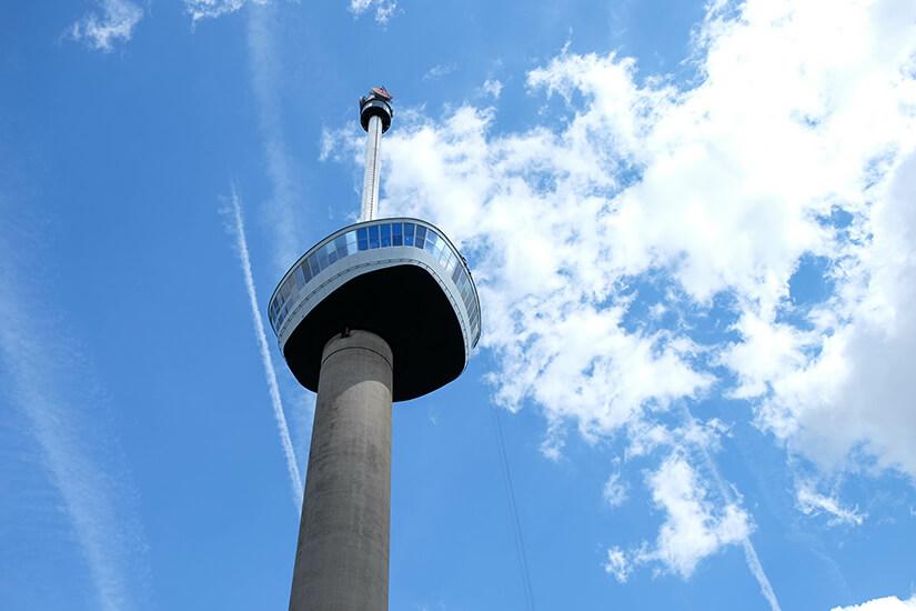 Der Euromast ist 185 Meter hoch