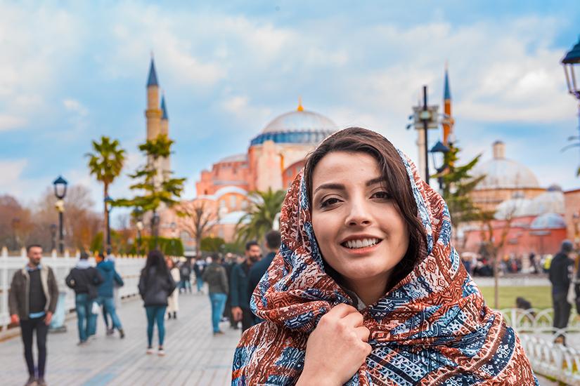 Mit Kopftuch in die Moschee