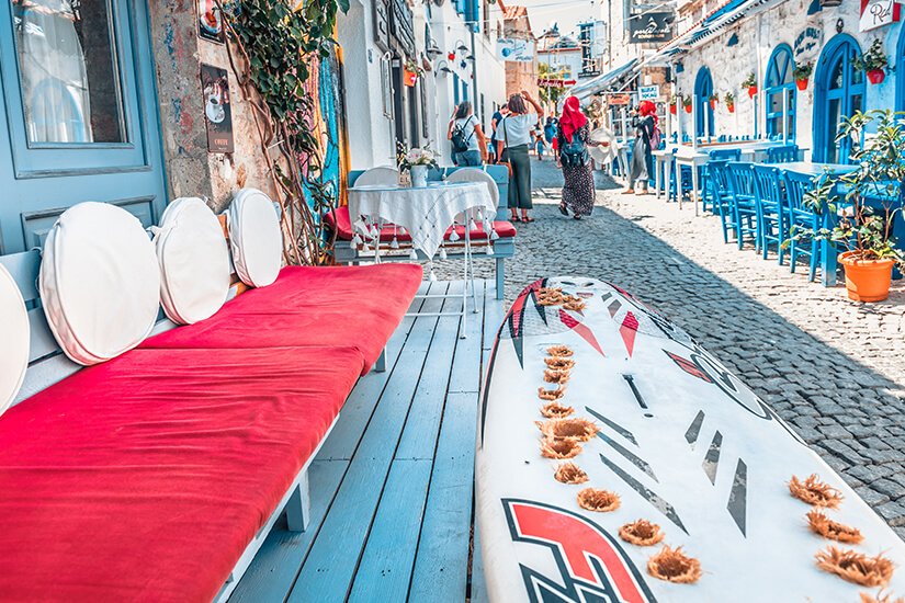 Altstadt von Alacati mit Cafes