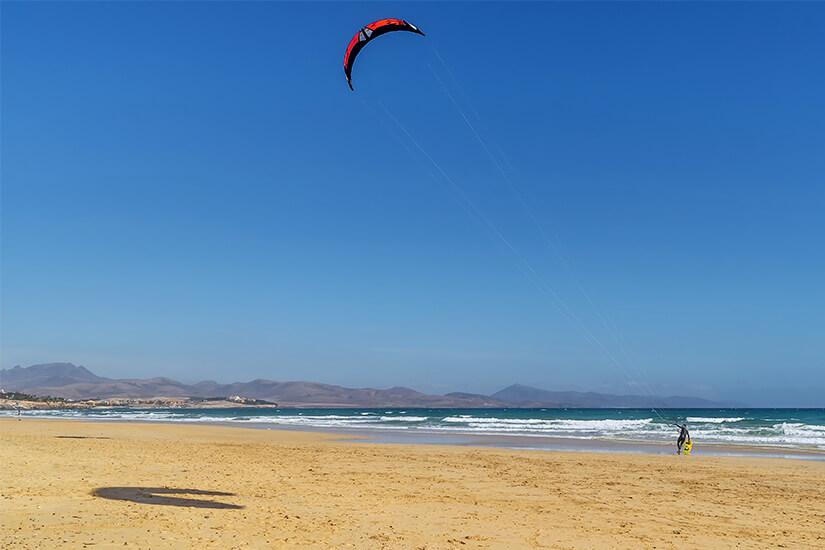 Kitesurfen an der Playa de Sotavento