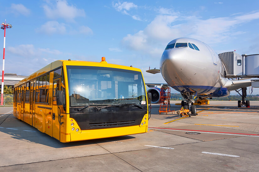 Per Bus zum Flugzeug