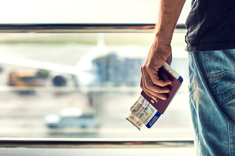 Pass und Bordkarte bereithalten