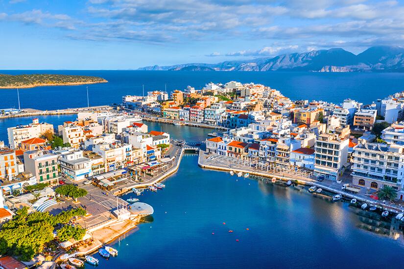 Agios Nikolaos mit dem Voulismeni See
