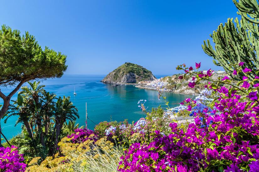 Aussicht auf die Kueste von Ischia