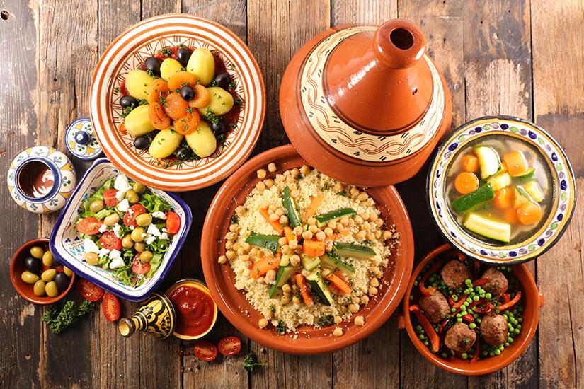 Typisch arabisches Essen aus der Tajine