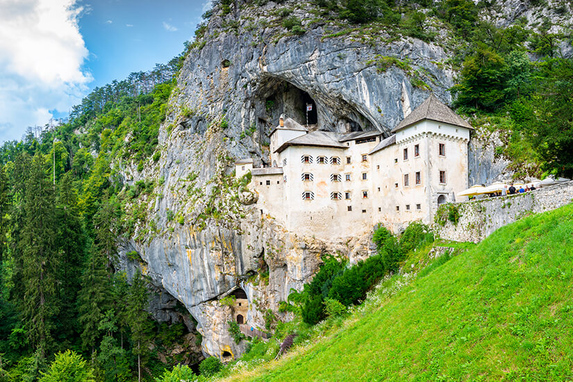 Hoehlenburg Predjama in Slowenien