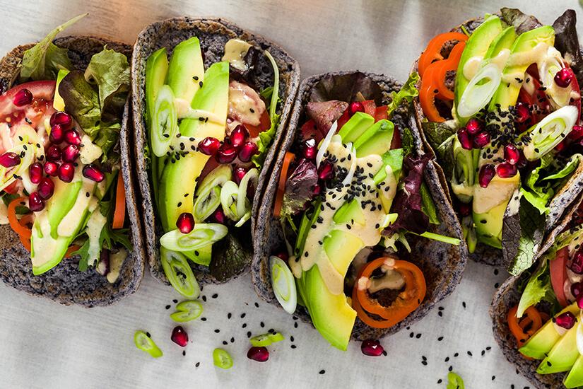 Vegane Tacos mit schwarzen Bohnen