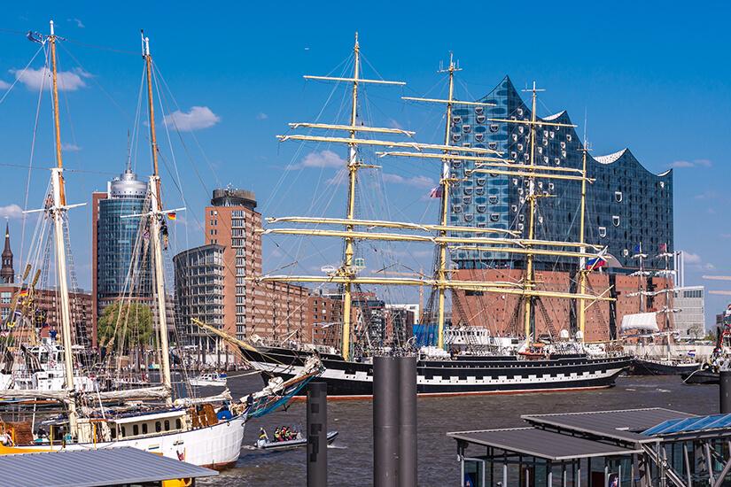 Schiffe beim Hafengeburtstag in Hamburg