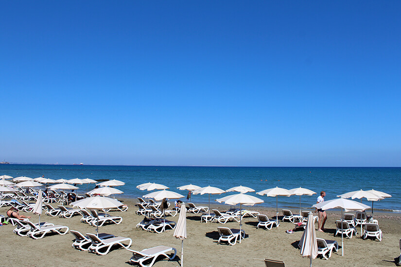 Mackenzie Beach bei Larnaca