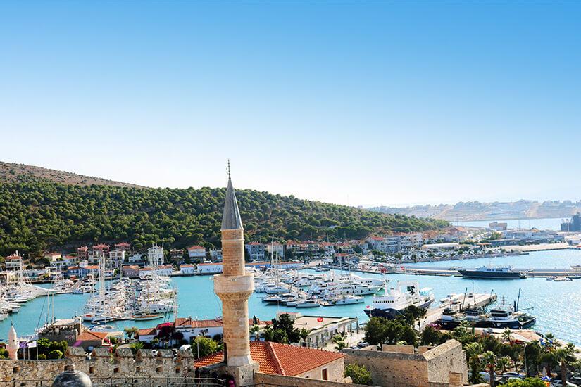 Blick auf die Hafenstadt Cesme