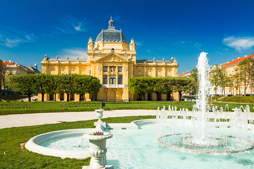Zagrebs Brunnen des Lebens im Sonnenschein