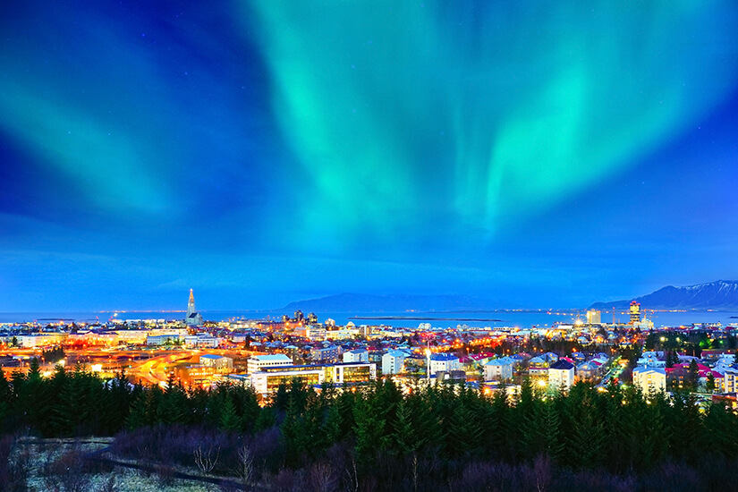 Polarlichter ueber Reykjavik