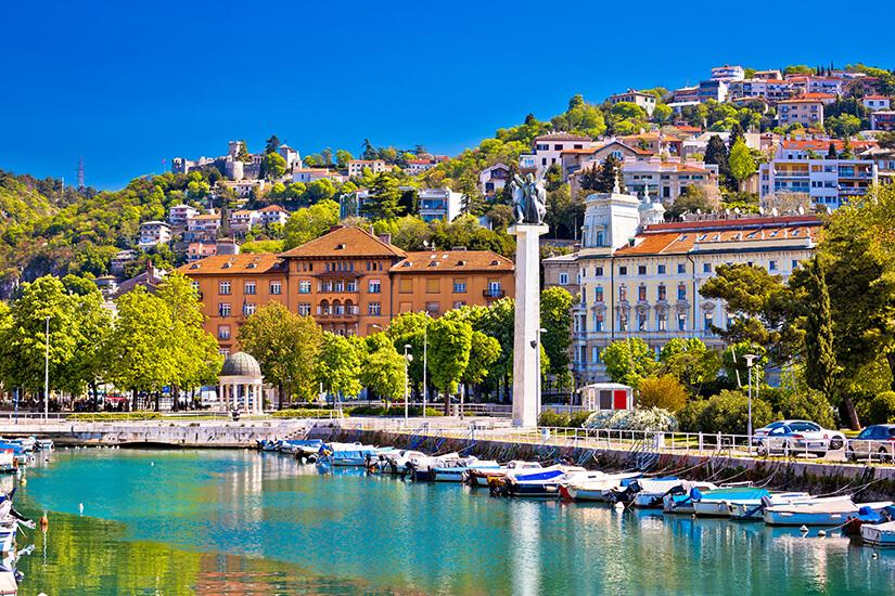Blick auf Rijeka, Hafen und Burg Trsat