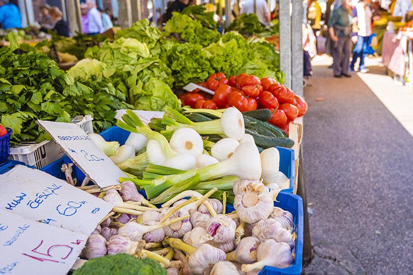Frisches Gemuese auf dem Wochenmarkt