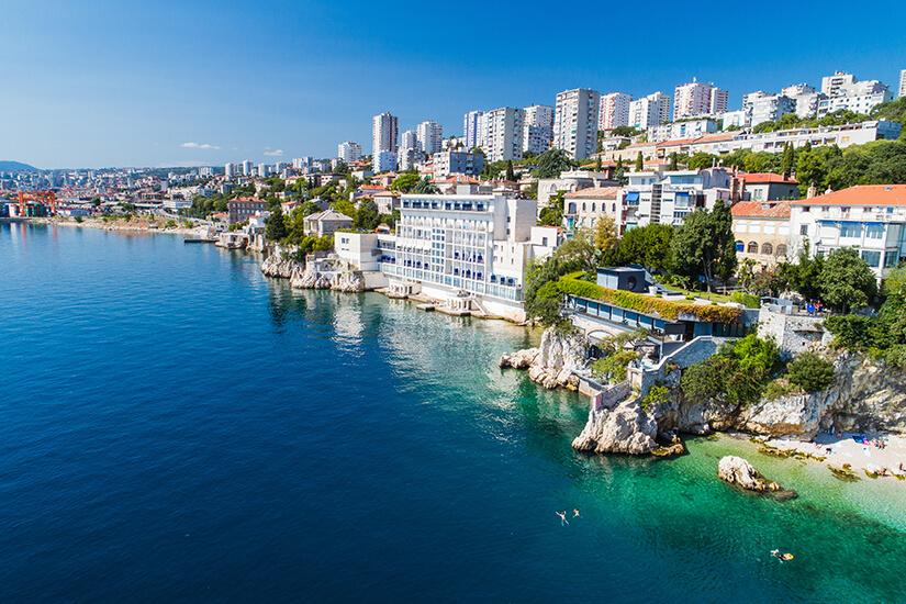 Stadtansicht von Rijeka im Sommer