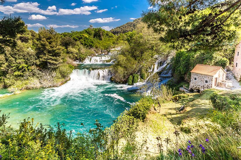 Wasserfall und Muehle im Krka Nationalpark