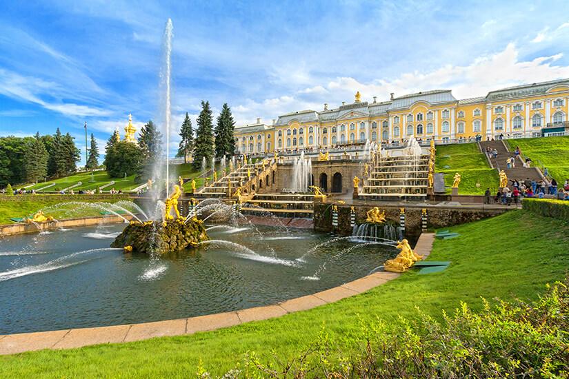 Park und Peterhof in St. Petersburg