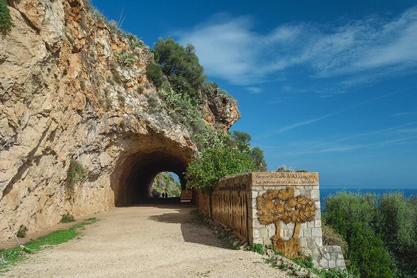 Eingang zum Naturschutzgebiet Lo Zingaro