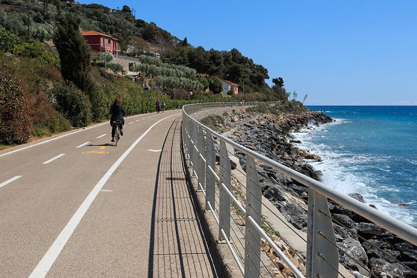 Pista Ciclabile am Meer in Ligurien