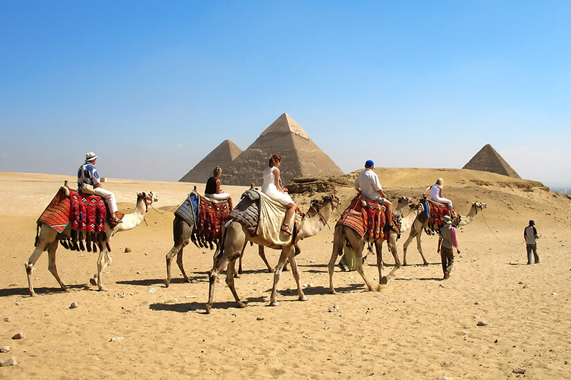 Mit dem Kamel in der Wueste unterwegs