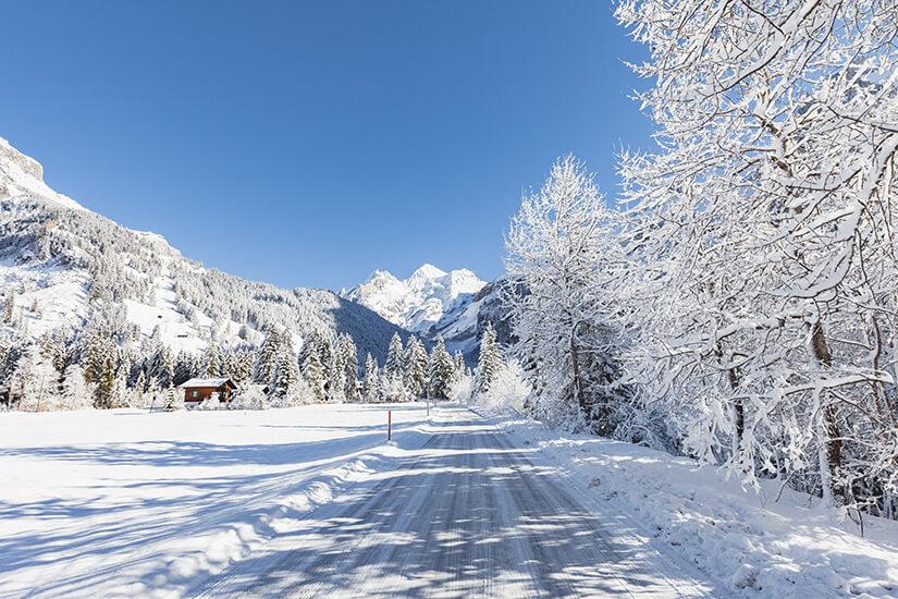 Oeschinenstrasse im Berner Oberland