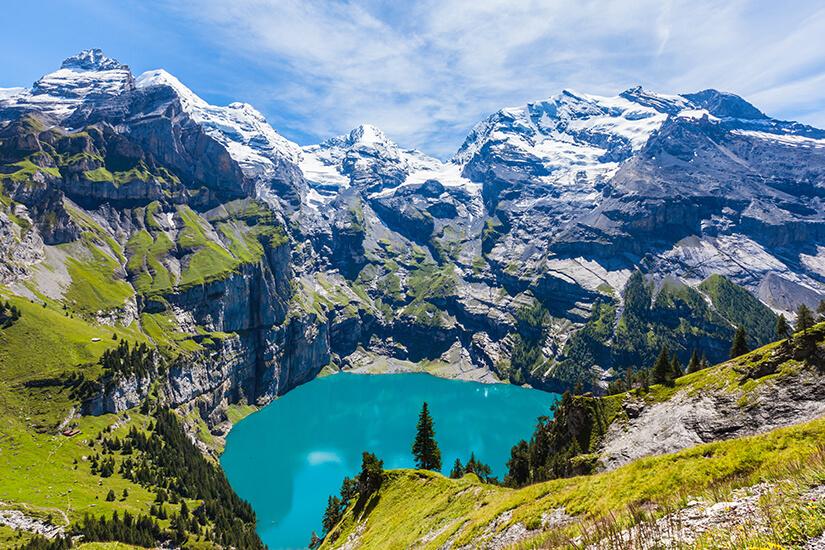 Panoramablick auf Oeschinensee Berner Oberland