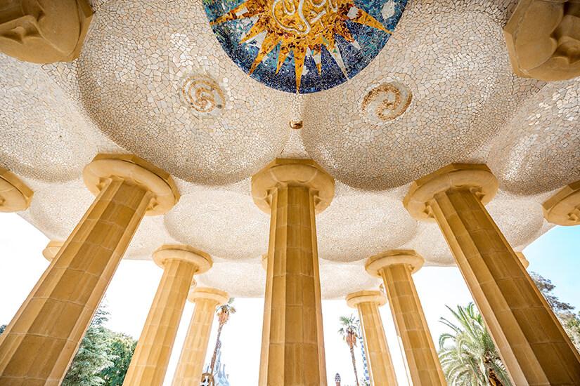 Deckenmosaike im Park Guell