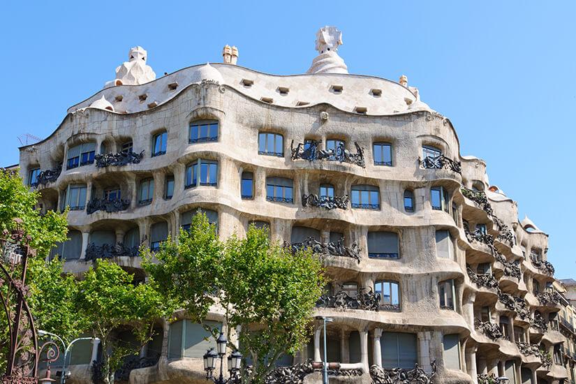 Sehenswerte Architektur an der Casa Mila