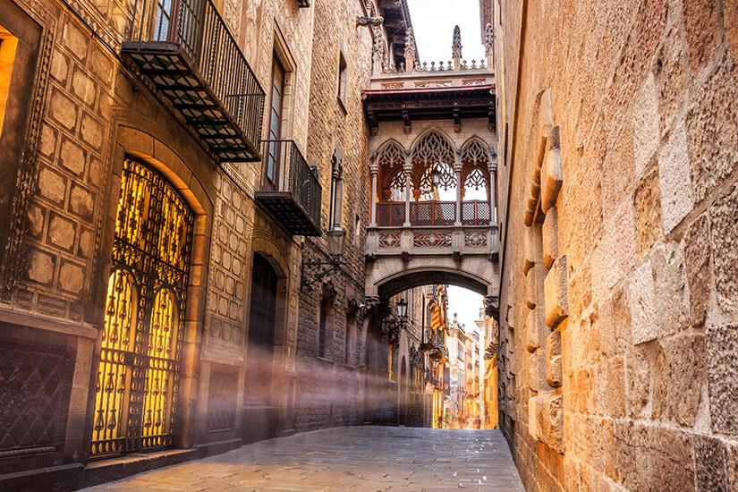 Historische Gassen im gotischen Viertel von Barcelona