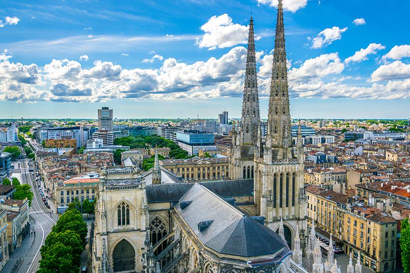Stadtansicht von Bordeaux mit Kathedrale